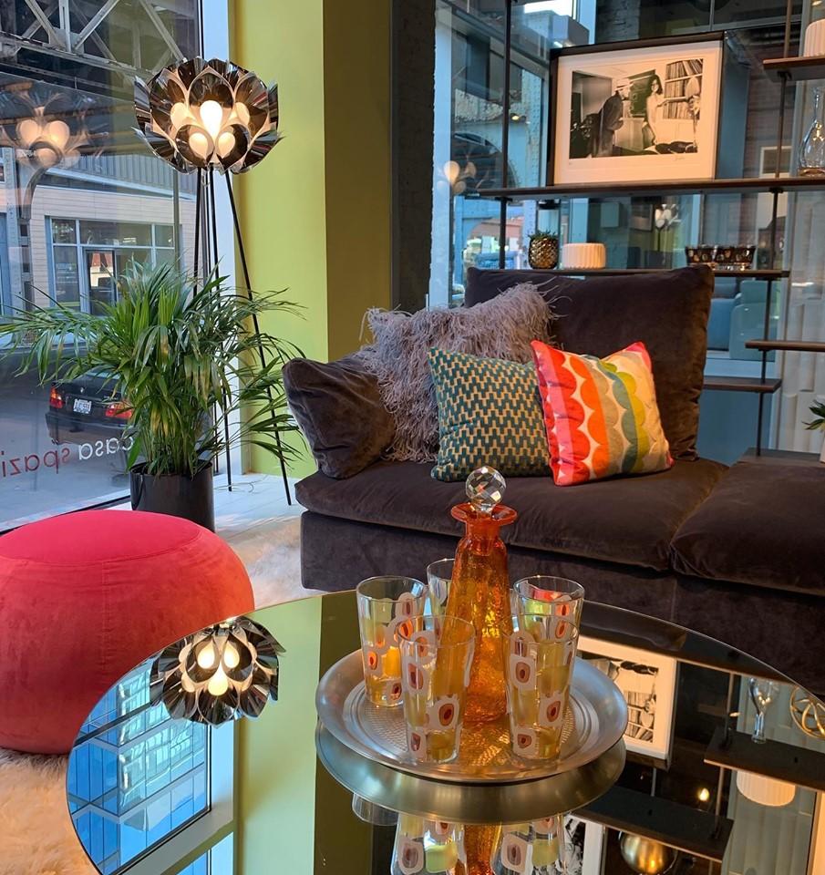 casa spazio rndd art gallery walk chicago interior design vignette